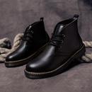 男人黑色皮靴