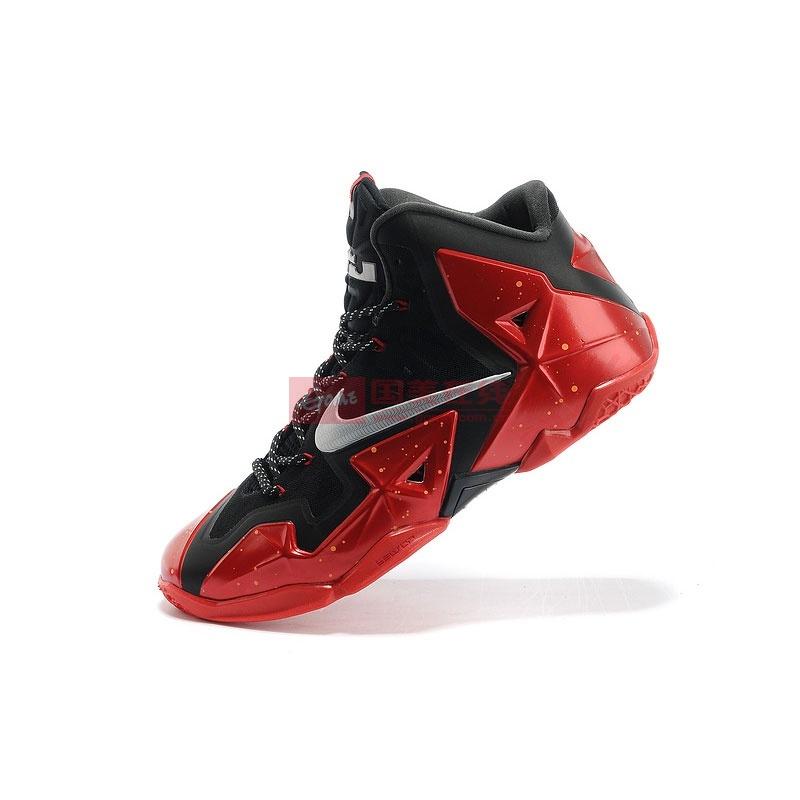 耐克黑红篮球鞋